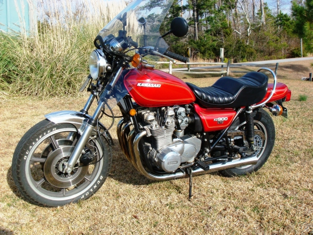 Another shot of the '76 KZ900 LTD